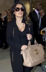 Сэльма Хаек, фото 3459. Salma Hayek arrives at Charles de Gaulle airport Paris, february 28, foto 3459