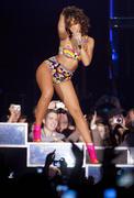 th_13101_RihannaperformsinAntwerp22.10.2011_22_122_184lo.jpg