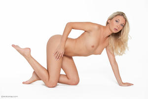 http://img275.imagevenue.com/loc494/th_626073977_tduid300163_eroticsnap_mina_forbiddenfruit_33_lg_123_494lo.jpg