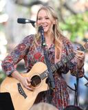 Джуэл Килчер, фото 802. Jewel Kilcher Performance at Extra at The Grove in LA - 17.11.2011, foto 802