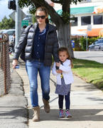 Jennifer Garner out in jeans in Brentwood 03/08/13 (HQ)