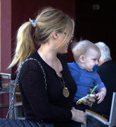 http://img275.imagevenue.com/loc551/th_269045777_Hilary_Duff_out_for_lunch_Beverly_Hills23_122_551lo.jpg