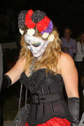 http://img275.imagevenue.com/loc581/th_141948565_Hilary_Duff_Goes_To_a_Halloween_Party17_122_581lo.jpg